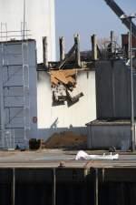 Itzehoe/131826/hier-sieht-man-schoen-wie-voll Hier sieht man schön wie voll die abgebrannte Getreidehalle ist. Ca. 20000 Tonnen Raps und Weißen lagern in den Hallen 02.04.2011