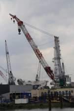 Krane/152409/liebherr-grosskran-im-hafen-von-rotterdam-27072011 Liebherr-Großkran im Hafen von Rotterdam 27.07.2011