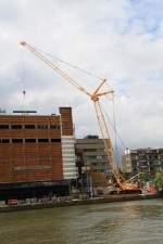 Krane/152465/kran-am-historischen-hafen-von-rotterdam Kran am historischen Hafen von Rotterdam 27.07.2011
