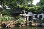 Shanghai/131007/kleiner-teich-im-yu-garten-in-der kleiner Teich im Yu-Garten in der Altstadt von Shanghai 16.10.2010